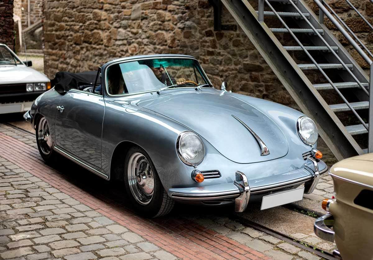 Ein Porsche Oldtimer in der Zeche Nachtigal – Autofotograf Dortmund