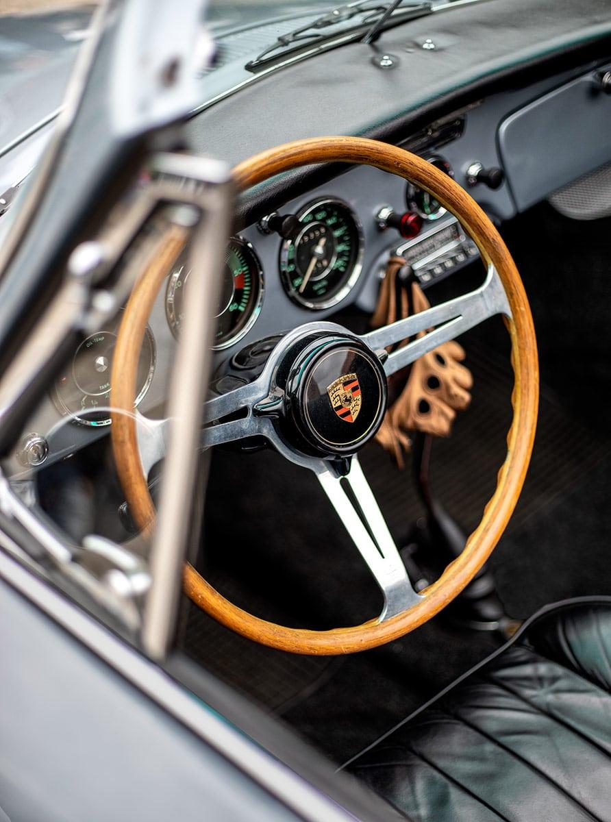 Lenkrad eines Porsche Oldtimers – Autofotograf Dortmund