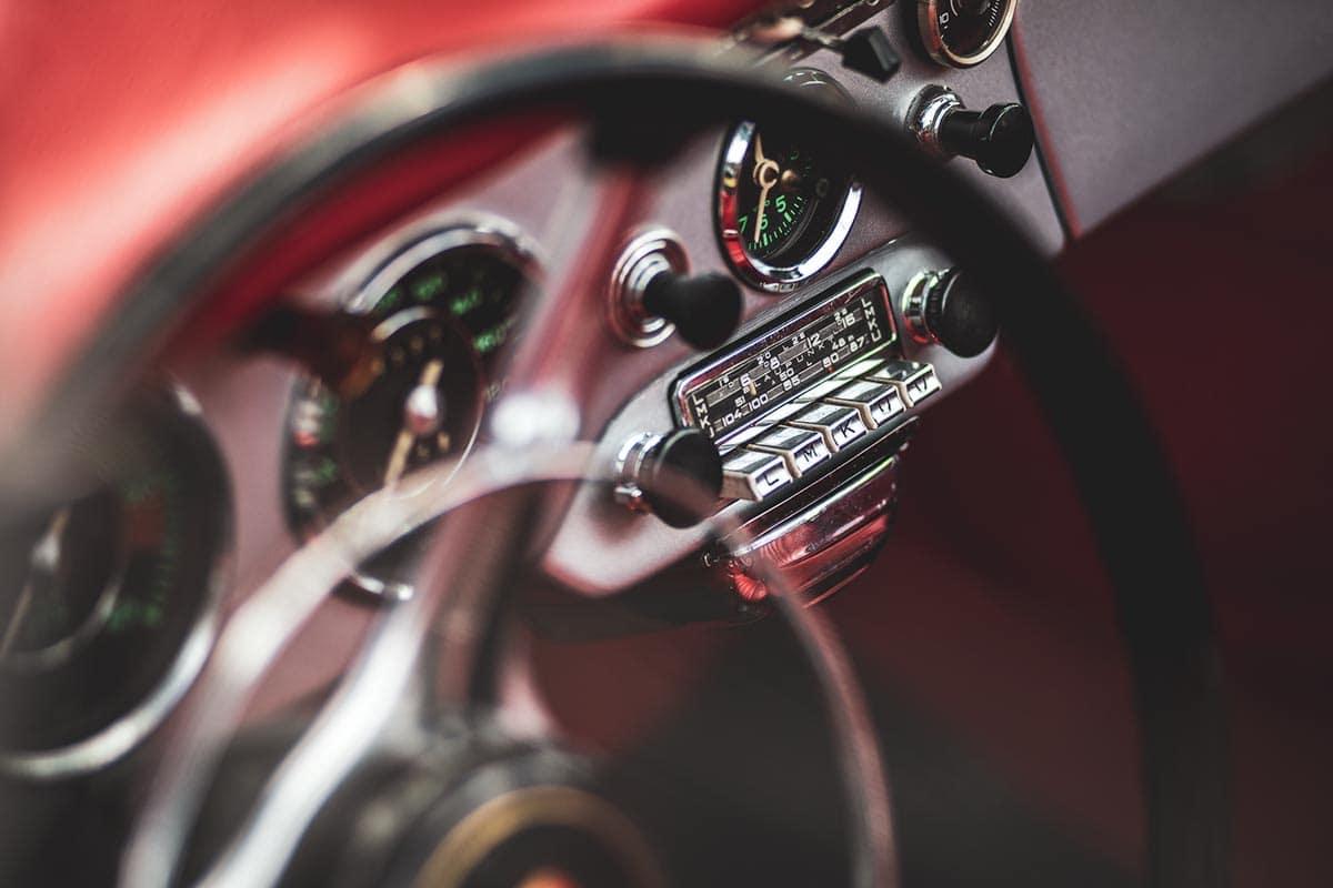Radio eines Porsche Oldtimers – Autofotograf Dortmund