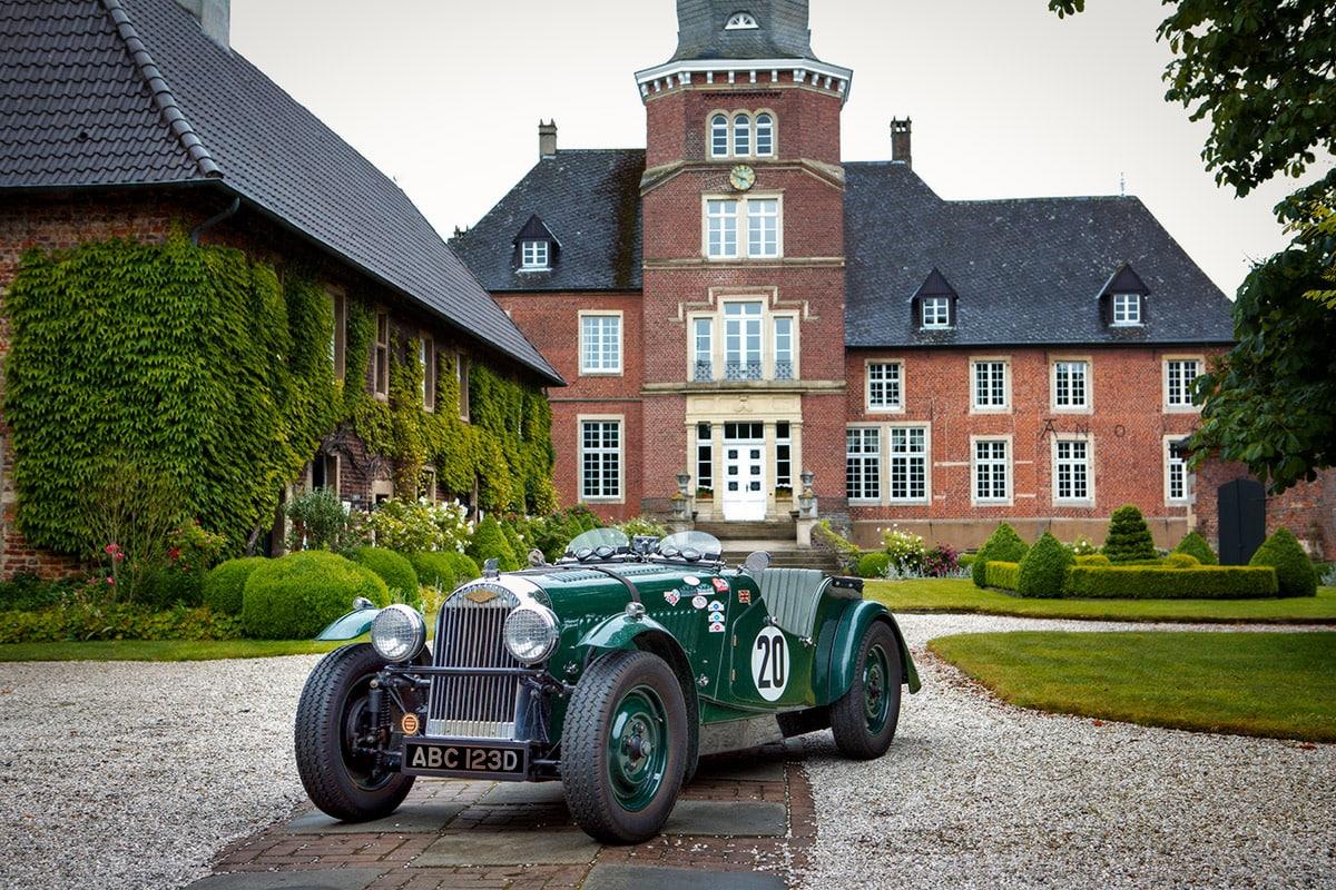 Morgan 4/4 vor dem Schloss Sandfort in Olfen – Autofotograf Dortmund
